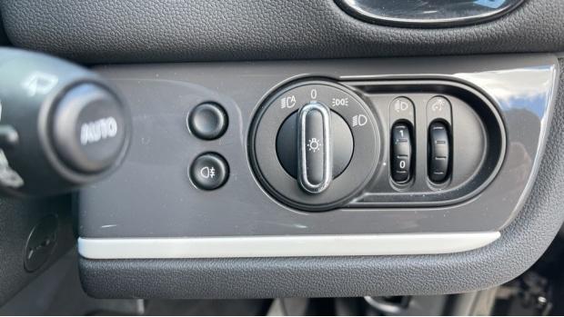 2019 MINI F60 Cooper S E Classic (Black) - Image: 29