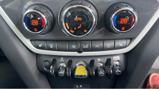 2019 MINI F60 Cooper S E Classic (Black) - Image: 37