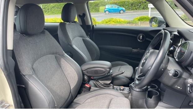 2016 MINI Cooper 3-door Hatch (White) - Image: 11