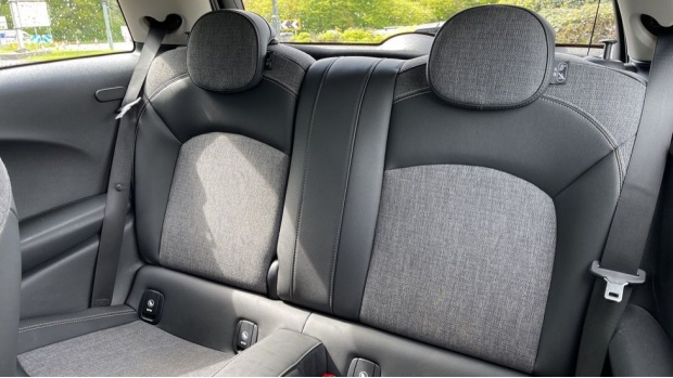 2016 MINI Cooper 3-door Hatch (White) - Image: 12