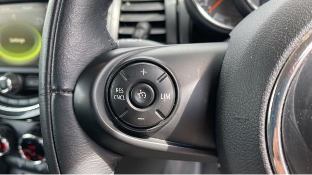 2016 MINI Cooper 3-door Hatch (White) - Image: 17