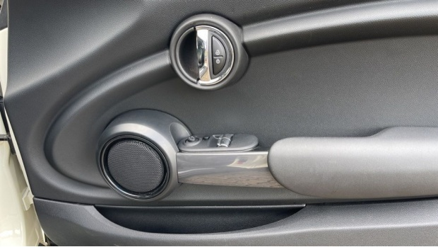 2016 MINI Cooper 3-door Hatch (White) - Image: 20