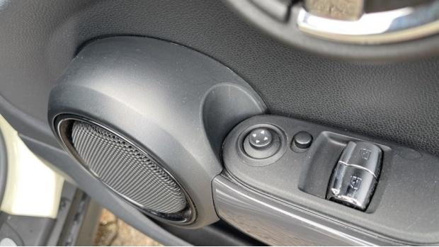 2016 MINI Cooper 3-door Hatch (White) - Image: 24