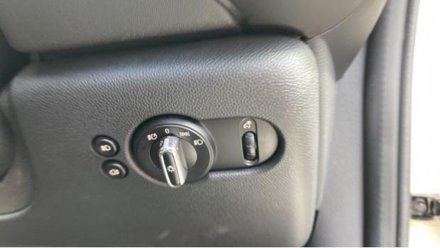 2016 MINI Cooper 3-door Hatch (White) - Image: 28