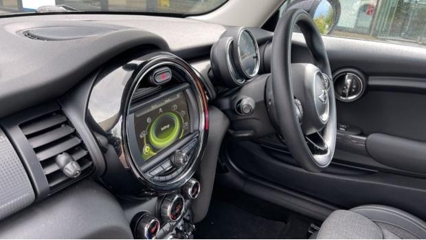 2016 MINI Cooper 3-door Hatch (White) - Image: 31