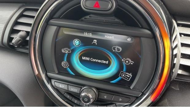 2016 MINI Cooper 3-door Hatch (White) - Image: 39