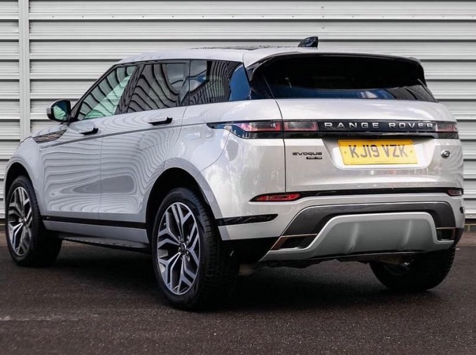 2019 Land Rover D180 R-Dynamic HSE Auto 4WD 5-door (Silver) - Image: 2