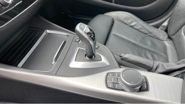 2019 BMW 120i M Sport Shadow Edition 5-door (Blue) - Image: 32