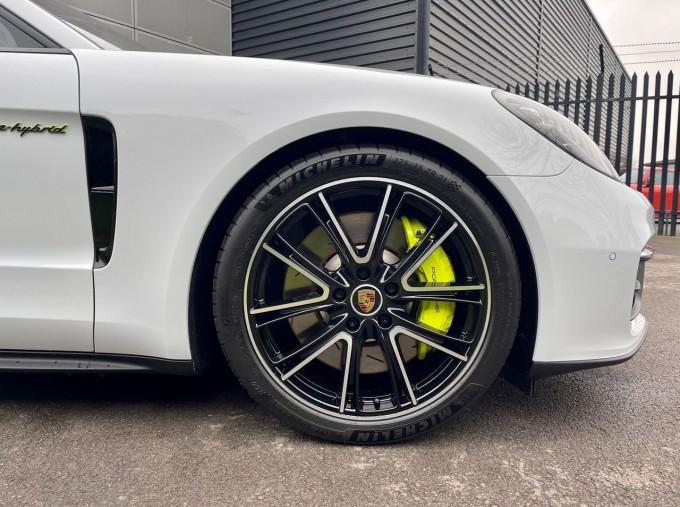 2021 Porsche V6 E-Hybrid 17.9kWh 4S PDK 4WD 4-door (White) - Image: 4