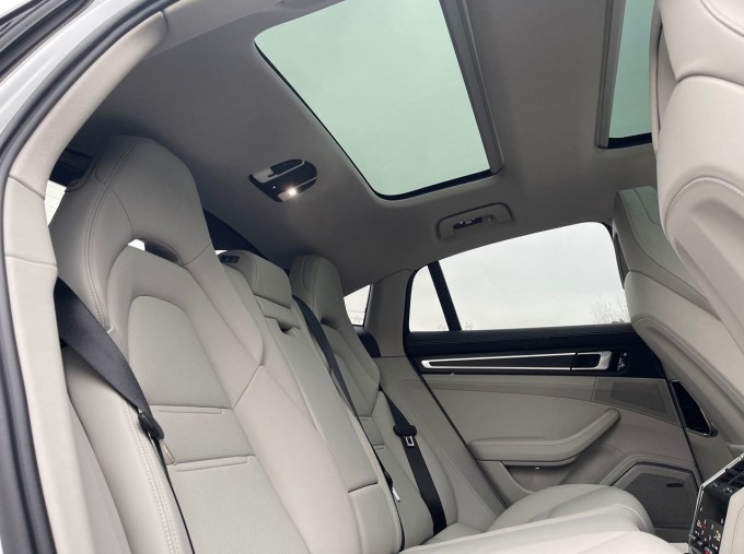 2021 Porsche V6 E-Hybrid 17.9kWh 4S PDK 4WD 4-door (White) - Image: 15
