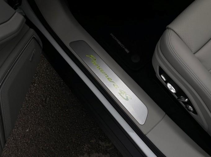 2021 Porsche V6 E-Hybrid 17.9kWh 4S PDK 4WD 4-door (White) - Image: 25