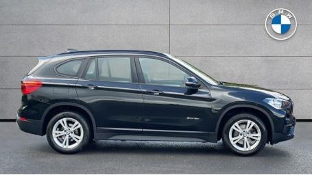 2017 BMW SDrive18d SE (Black) - Image: 3
