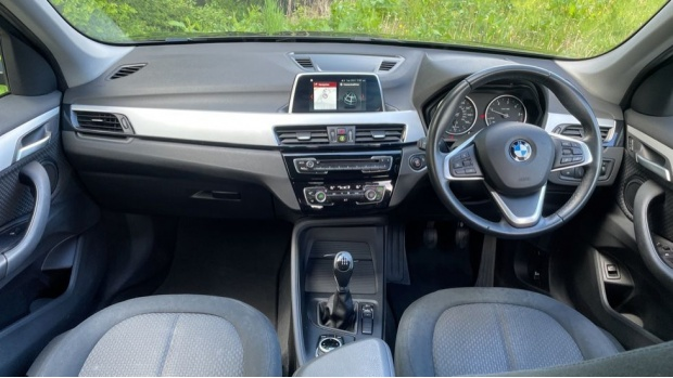 2017 BMW SDrive18d SE (Black) - Image: 4