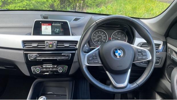 2017 BMW SDrive18d SE (Black) - Image: 5