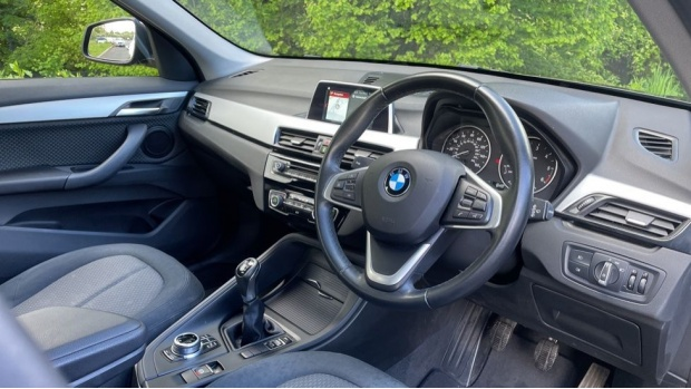 2017 BMW SDrive18d SE (Black) - Image: 6