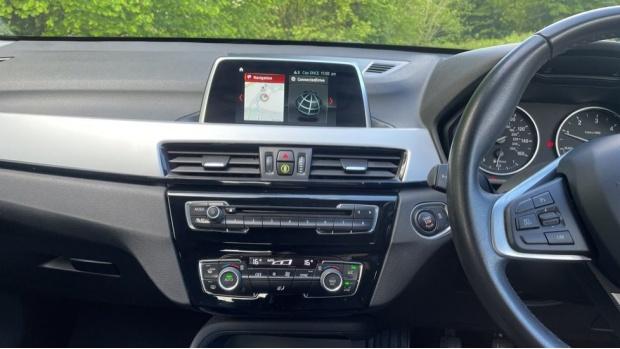 2017 BMW SDrive18d SE (Black) - Image: 8