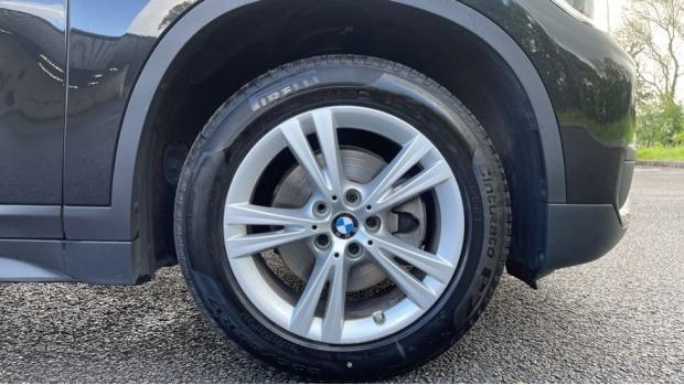 2017 BMW SDrive18d SE (Black) - Image: 14