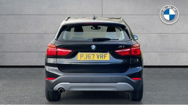 2017 BMW SDrive18d SE (Black) - Image: 15