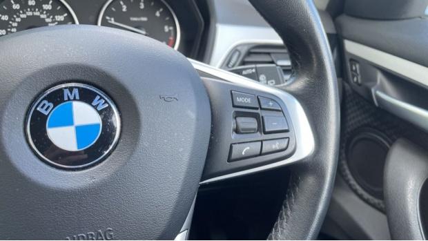 2017 BMW SDrive18d SE (Black) - Image: 18