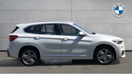 2017 BMW XDrive20i M Sport (White) - Image: 3