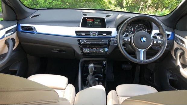 2017 BMW XDrive20i M Sport (White) - Image: 4