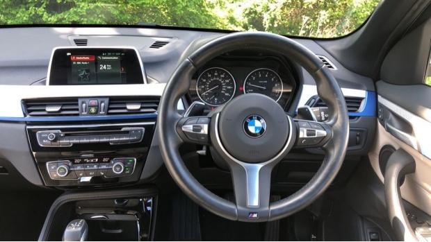2017 BMW XDrive20i M Sport (White) - Image: 5