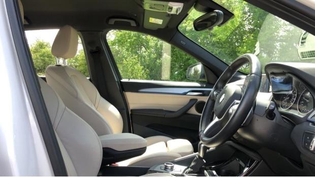 2017 BMW XDrive20i M Sport (White) - Image: 11