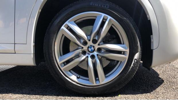 2017 BMW XDrive20i M Sport (White) - Image: 14