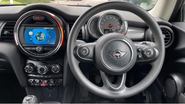 2019 MINI 3-door Cooper Classic (Grey) - Image: 5