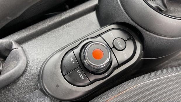 2019 MINI 3-door Cooper Classic (Grey) - Image: 19