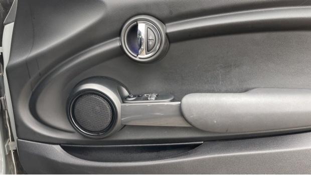 2019 MINI 3-door Cooper Classic (Grey) - Image: 20