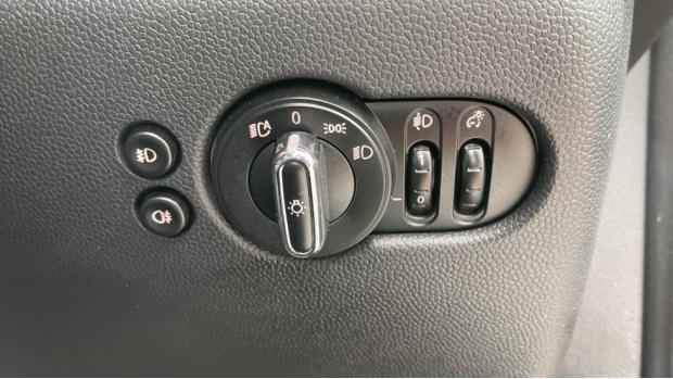 2019 MINI 3-door Cooper Classic (Grey) - Image: 27