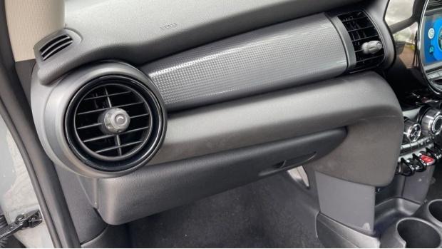 2019 MINI 3-door Cooper Classic (Grey) - Image: 30