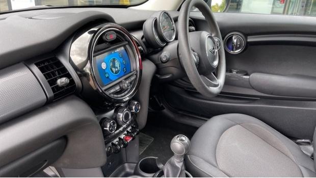 2019 MINI 3-door Cooper Classic (Grey) - Image: 31