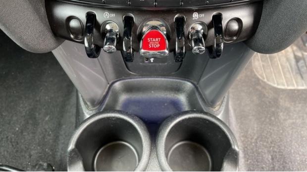 2019 MINI 3-door Cooper Classic (Grey) - Image: 37