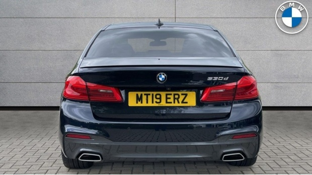 2019 BMW 530d M Sport Saloon (Black) - Image: 15