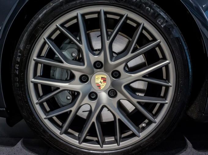 2018 Porsche V6 4S Executive PDK 4WD 4-door (Grey) - Image: 4