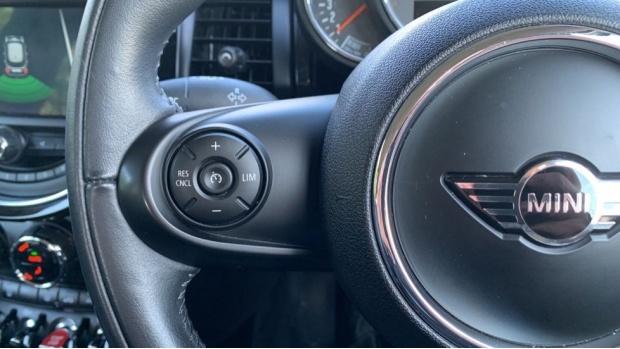 2018 MINI 5-door Cooper S (Grey) - Image: 17