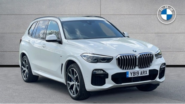 2019 BMW XDrive40i M Sport (White) - Image: 1