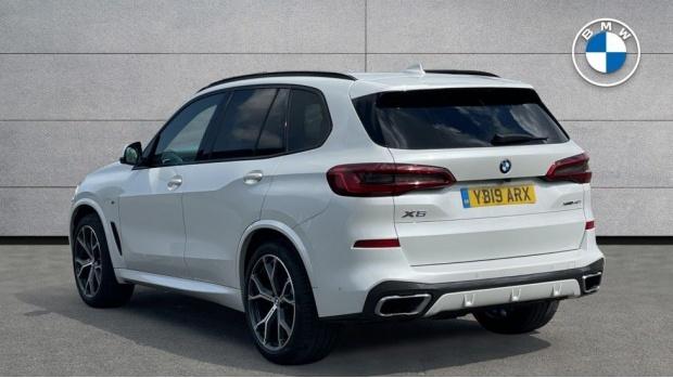2019 BMW XDrive40i M Sport (White) - Image: 2