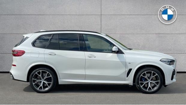 2019 BMW XDrive40i M Sport (White) - Image: 3