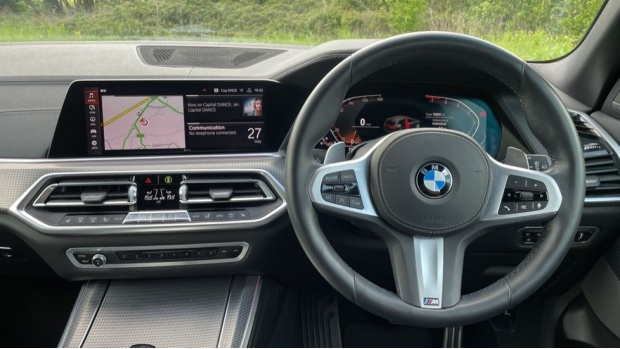 2019 BMW XDrive40i M Sport (White) - Image: 5