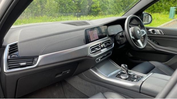 2019 BMW XDrive40i M Sport (White) - Image: 7