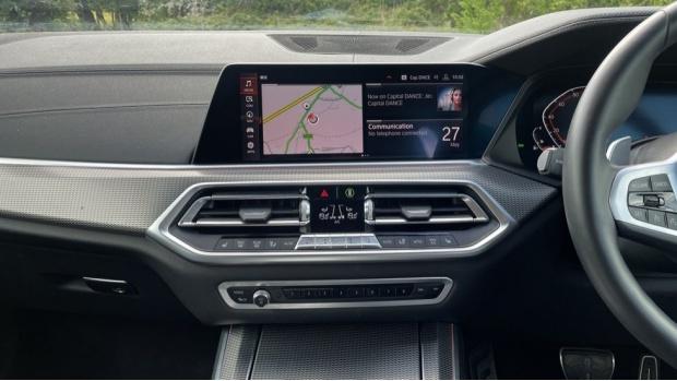 2019 BMW XDrive40i M Sport (White) - Image: 8