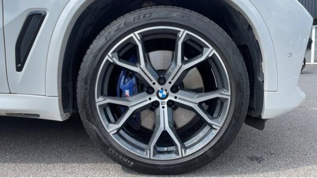 2019 BMW XDrive40i M Sport (White) - Image: 14