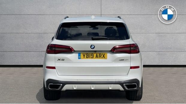 2019 BMW XDrive40i M Sport (White) - Image: 15
