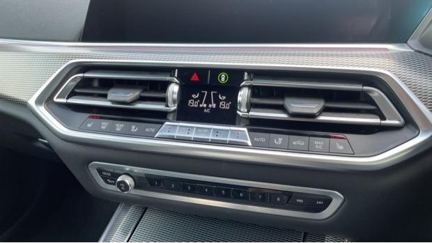 2019 BMW XDrive40i M Sport (White) - Image: 24
