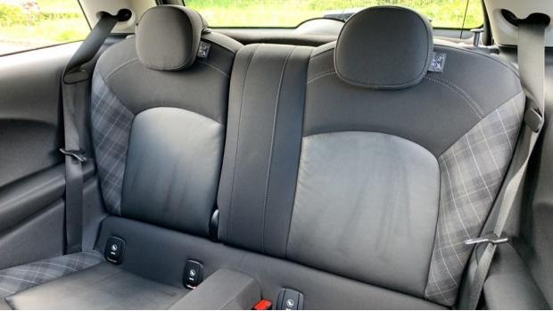 2015 MINI Cooper 3-door Hatch (Silver) - Image: 12