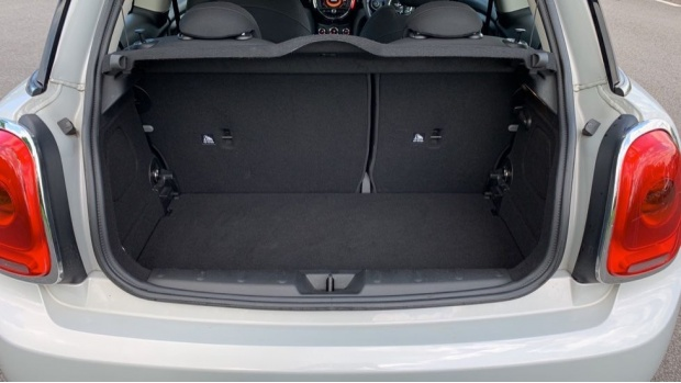 2015 MINI Cooper 3-door Hatch (Silver) - Image: 13