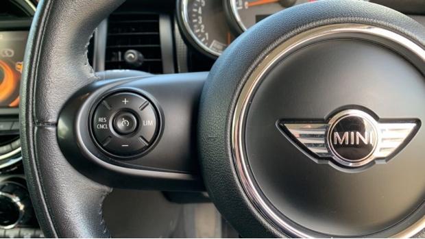 2015 MINI Cooper 3-door Hatch (Silver) - Image: 17